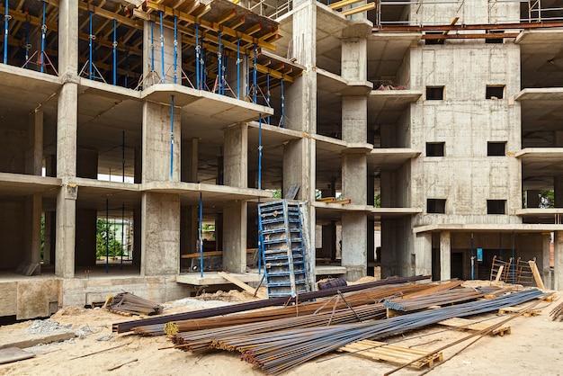 Produtos de metal para construção de moradias monolíticas. canteiro de obras, construção de casas