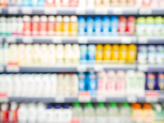 Produtos de supermercado colorido turva nas prateleiras - fundo de frascos de xampu com dof raso