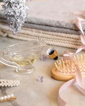 Produtos e ferramentas para o cabelo em close-up