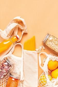 Produtos em sacos de algodão para compras sem plástico
