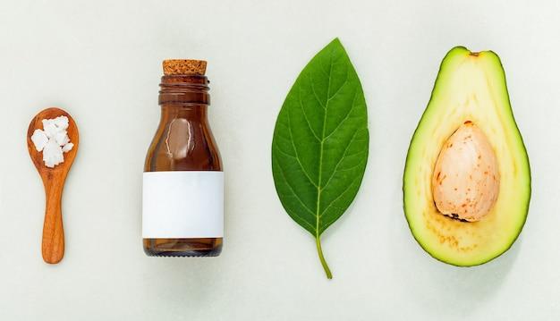 Produtos naturais para o cuidado da pele à base de plantas. ingredientes para o cuidado da pele no conceito de mesa do melhor hidratante facial totalmente natural.