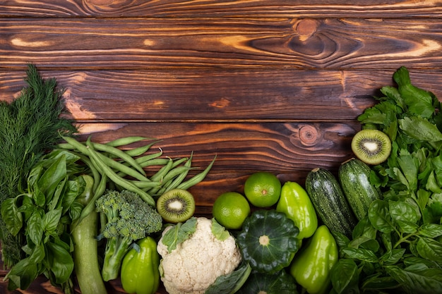 Produtos orgânicos, vegetais verdes, alimentos, dieta saudável