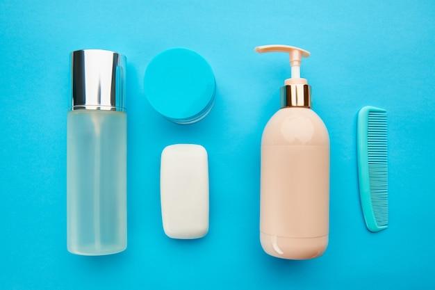 Produtos para cuidados. conceito de procedimentos de saúde, cosméticos de moda. conceito de procedimentos de saúde, ferramentas de higiene, estilo de vida saudável
