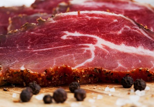 Produtos prontos e preparados de fábrica feitos de carne, produtos alimentícios feitos de carne de porco