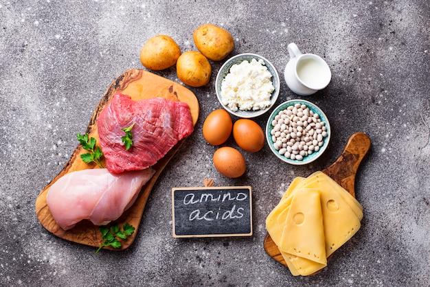 Produtos ricos em aminoácidos.