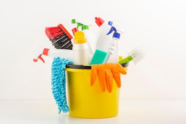 Produtos sanitários definidos no balde