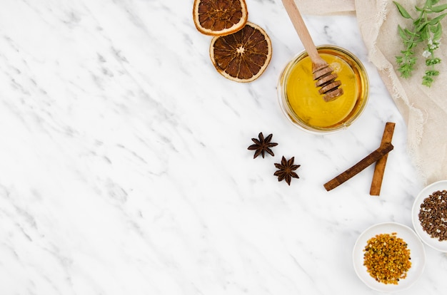 Produtos secos com moldura de mel