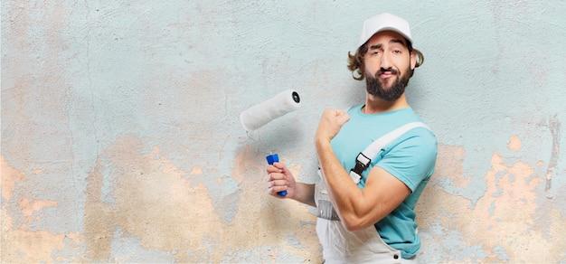 Profesional pintor pose forte