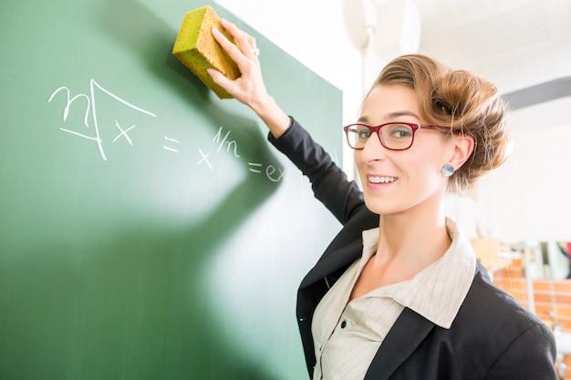 Professor, com, um, esponja, frente, um, classe escola