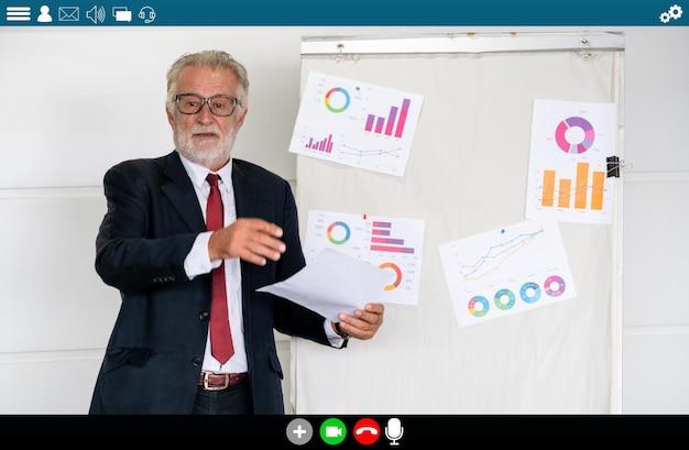 Professor dá aula sobre e-learning e aplicativo de educação online para alunos remotos