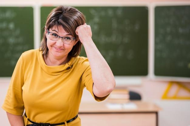Professor de retratos na aula