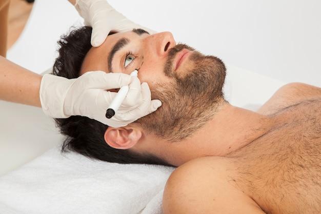 Profissional de cirurgia estética