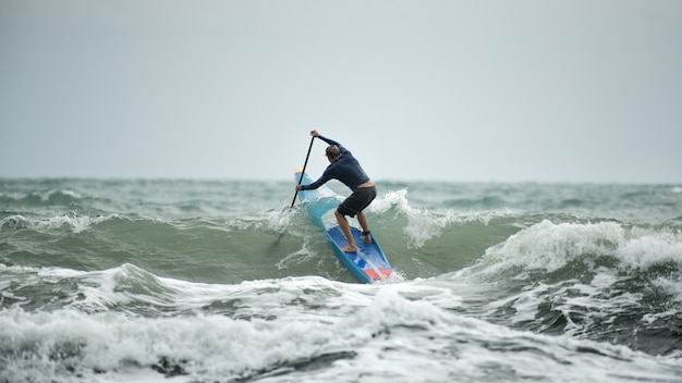 Profissional de stand up paddle atlete para sup station koh chang
