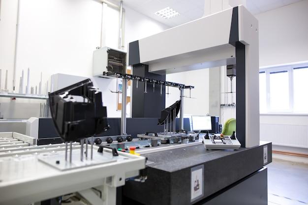 Profissional, medição de engenharia 3d para moldes de plástico