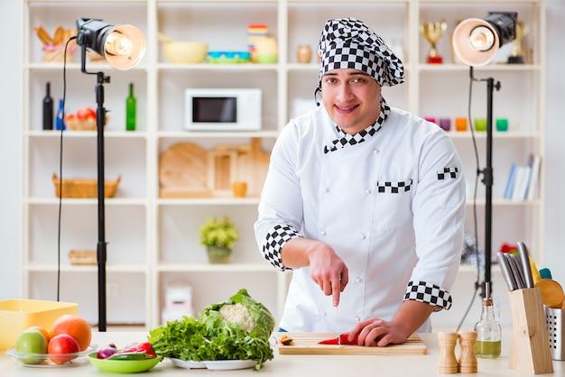 Programa de tv de culinária de comida no estúdio