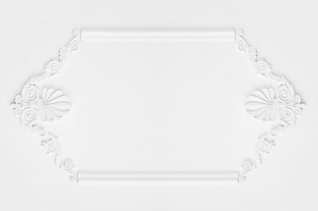Projeto arquitetônico de parede branca de luxo com molduras