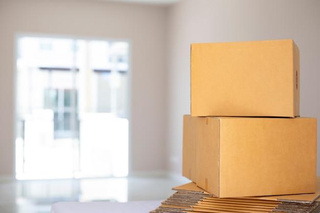 Projeto da embalagem do produto do pacote da caixa, maquete postal expresso, transportando para venda on-line para solicitar nas compras do cliente