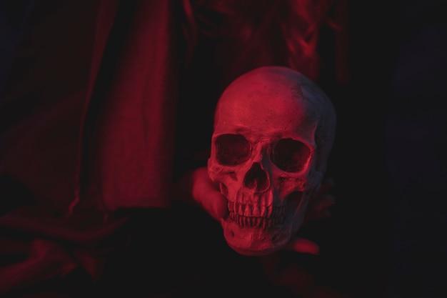 Projeto de caveira de cimento de luz vermelha para o halloween