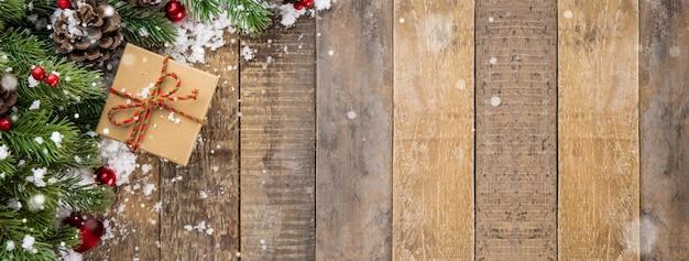 Projeto de fronteira de vista superior de fundo madeira bandeira de natal