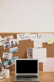 Projeto de mesa de escritório em casa simulado acima