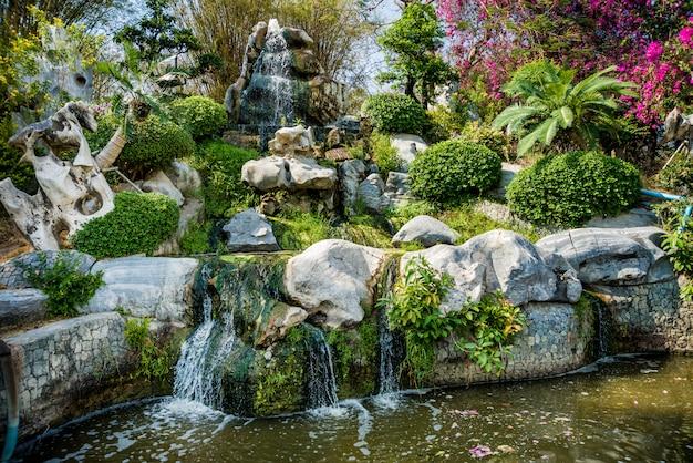 Projeto de paisagem de luxo do jardim tropical.