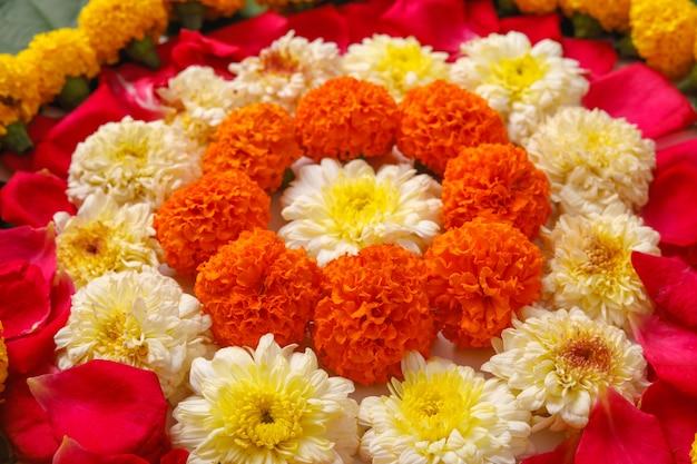 Projeto de rangoli de flor de calêndula para o festival de diwali