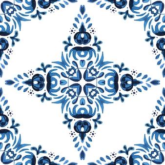 Projeto de tecido de azulejos orientais de azulejos de padrão aquarela floral azul lindo sem costura.