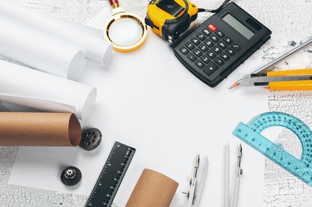 Projeto e ferramentas de desenho close-up vista superior fundo