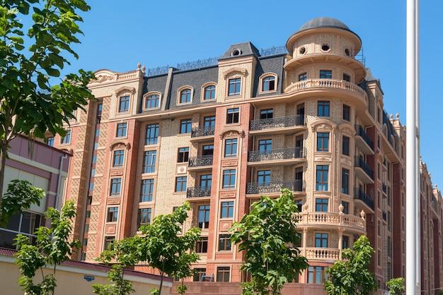 Projeto moderno do complexo de apartamentos. vista panorâmica