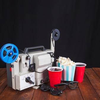 Projetor de filme, óculos 3d e comida para cinema