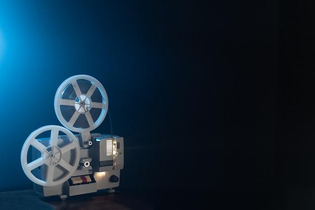 Projetor de filme retro com bobinas de 8 mm