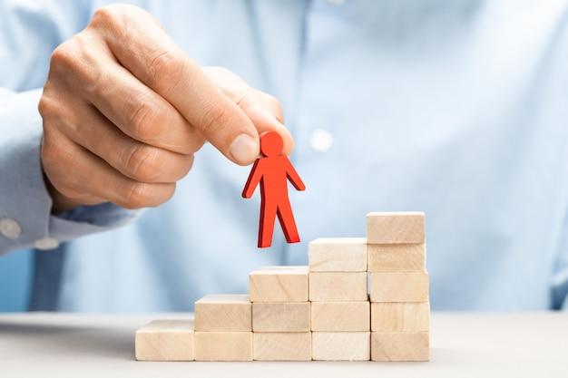 Promoção de um líder em uma equipe de negócios