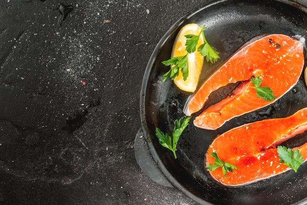 Pronto para bifes de salmão grelhados