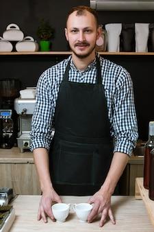Proprietário de empresa de barista de serviço de cafeteria