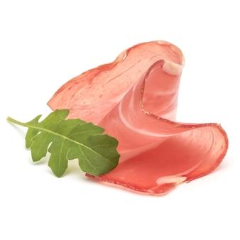 Prosciutto crudo italiano ou jamon. presunto cru. isolado em fundo branco
