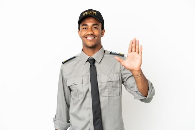 Proteção afro-americana sobre fundo branco isolado saudando com a mão com expressão feliz