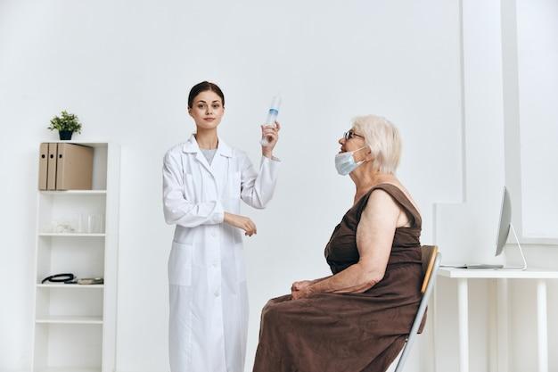 Proteção da imunidade vacinal de mulheres idosas emocionais
