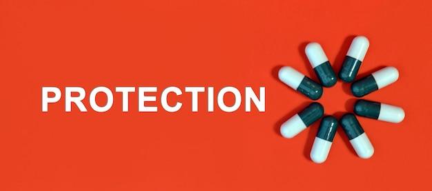 Proteção - texto branco sobre fundo vermelho com cápsulas de comprimidos