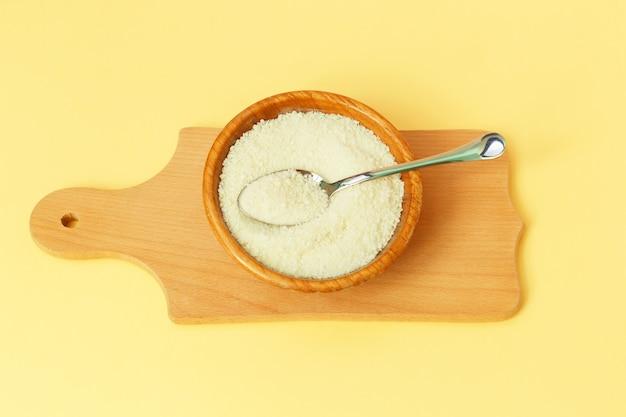 Proteína de colágeno na tigela e colher - hidrolisada