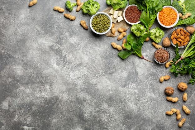 Proteína para vegetarianos, vista superior em um fundo de concreto conceito alimentação saudável e limpa