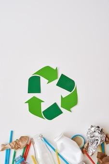 Proteja o meio ambiente amasse papel alumínio e plástico