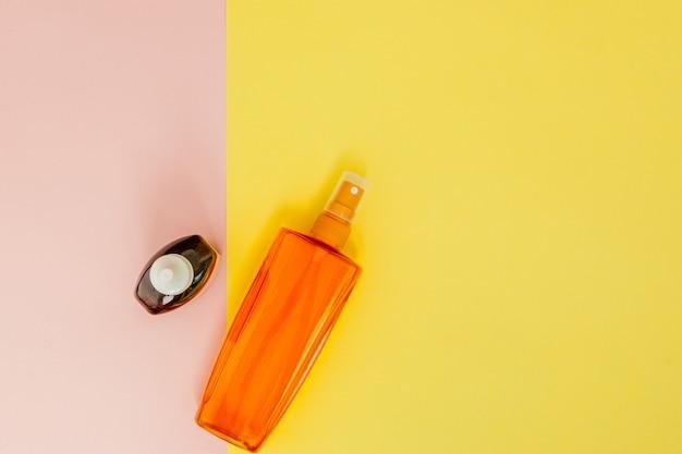 Protetor solar para garrafa em espaço quadrado brilhante amarelo e rosa