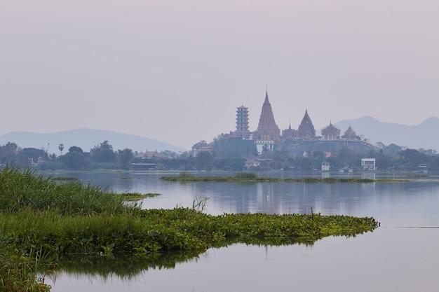 Província de wat tham sua kanchanaburi, tailândia