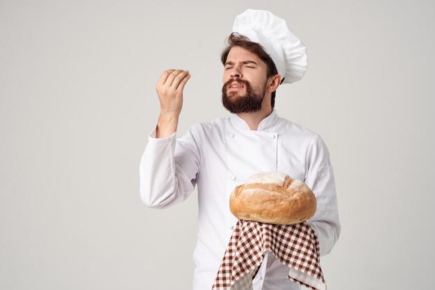 Provisão de serviços de restaurante de chef homem barbudo fundo isolado
