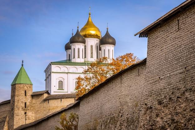 Pskov kremlin, catedral da trindade, rússia