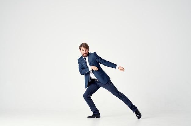 Publicidade de modelo de emoção de homem de finanças de negócios clássico. foto de alta qualidade