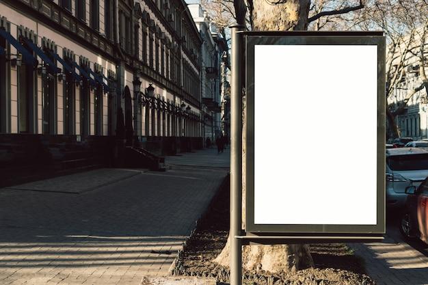 Publicidade em branco na cidade velha