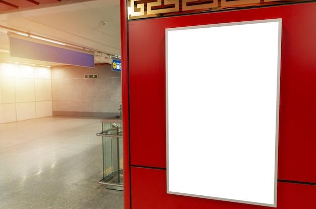 Publicidades. outdoor em branco branco ou caixa de luz de publicidade