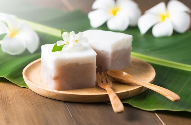 Pudim com cobertura de coco, sobremesa tailandesa