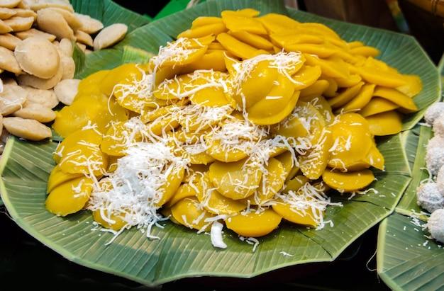 Pudim de palmeira ou bolo de palha de toddy com coco